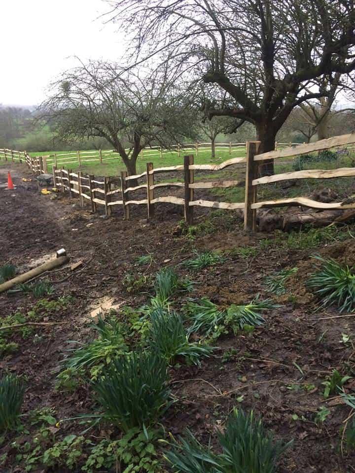 Overlap-fence-timber-posts-medway-kent